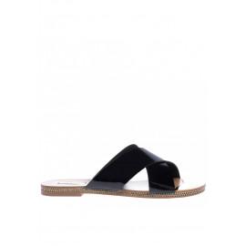 Pantofle s černou lakovanou kůží