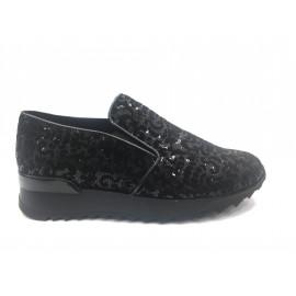 Černá nazouvací obuv s flitry